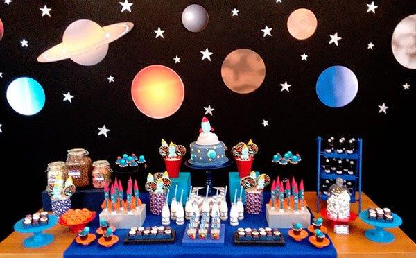 Decoración fiesta astronautas y espacio