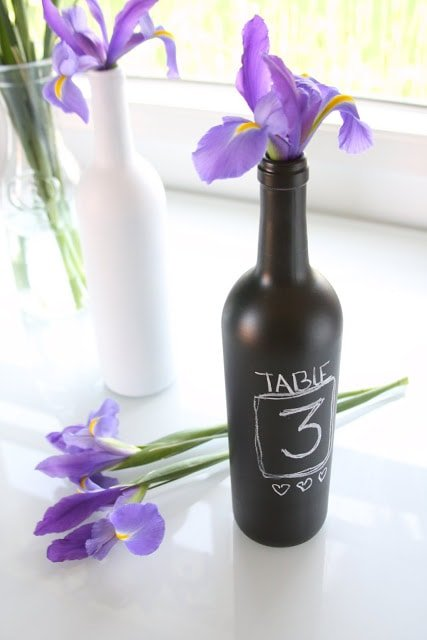 Botella pintada con pintura de pizarra