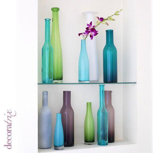 Botellas de cristal recicladas convertidas en floreros