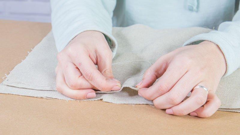 Cosido de la tela para formar el revistero