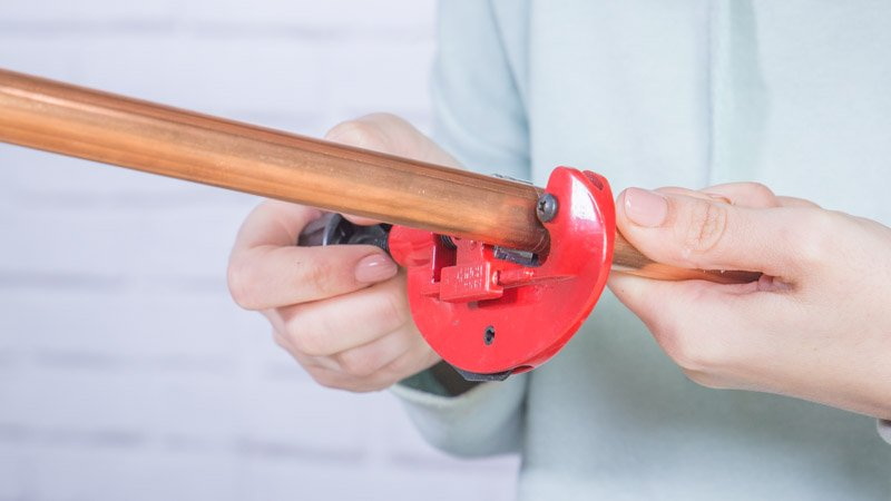 Cortatubos para cortar las piezas