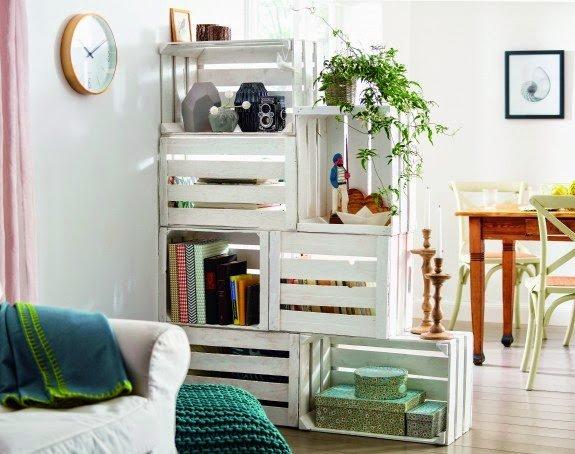 Decoración con reciclaje de cajas de madera para el salón