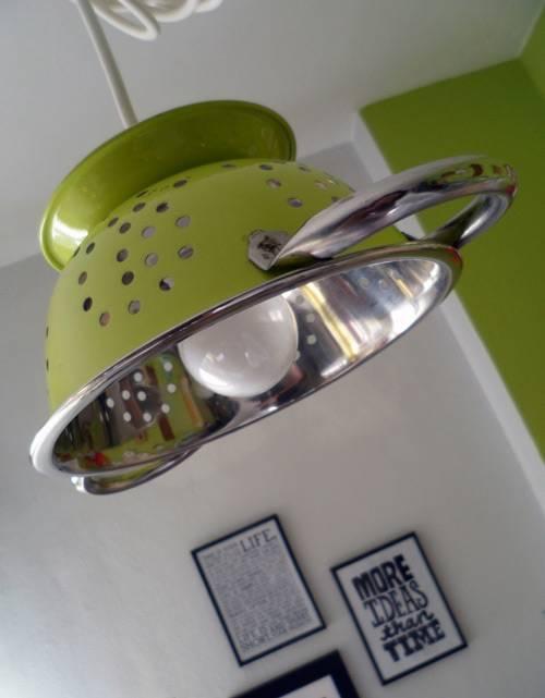 Lámpara hecha con un colador