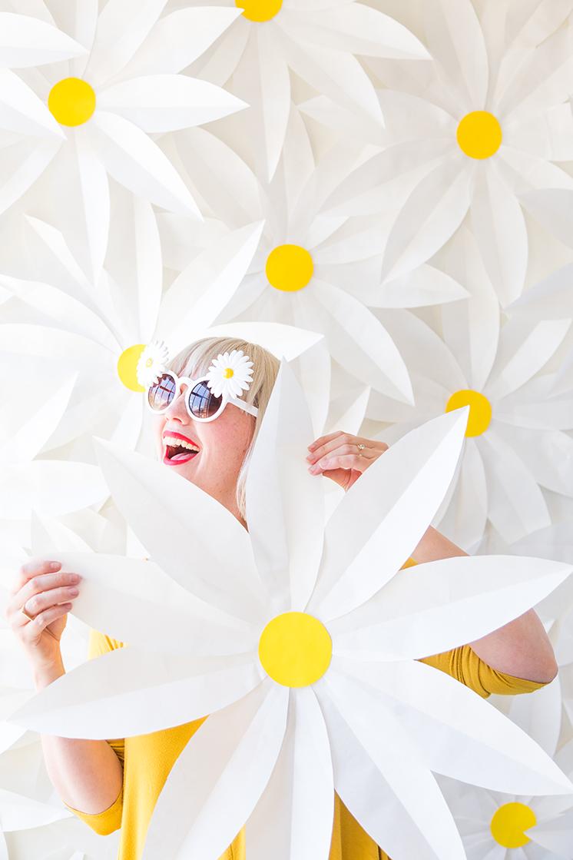 manualidades-para-boda-photocall-de-flores-de-papel