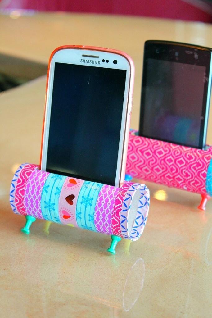 Manualidades con material reciclado: soporte para el móvil