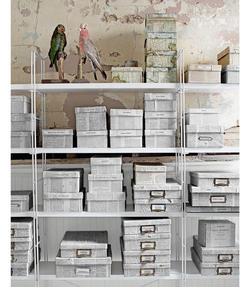 Cajas forradas con papel de periódico
