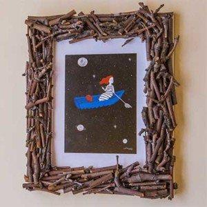 Como decorar un marco de fotos con ramas