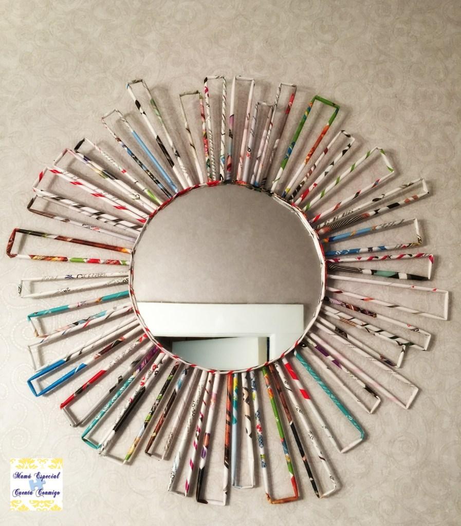 Marco para espejo hecho con papel periódico