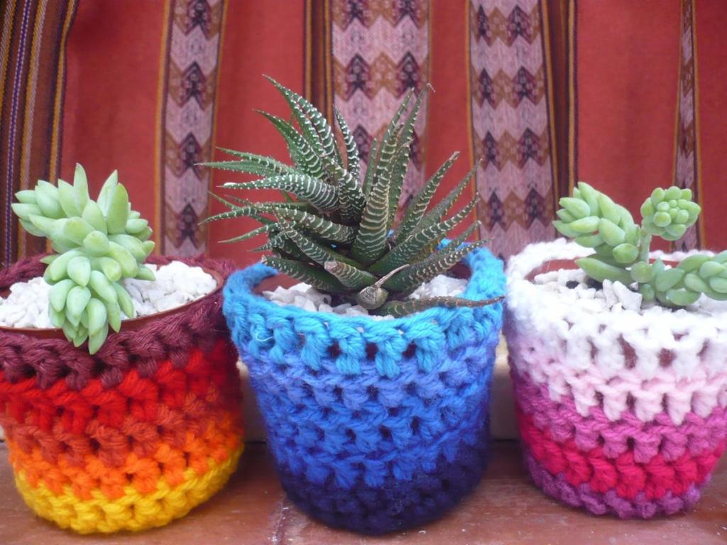 Macetas decoradas con crochet o ganchillo