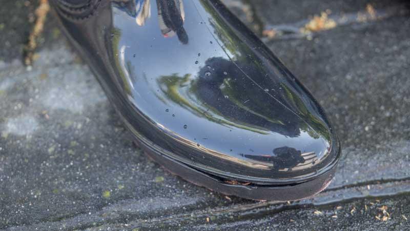 Cómo reparar la suela de unas botas