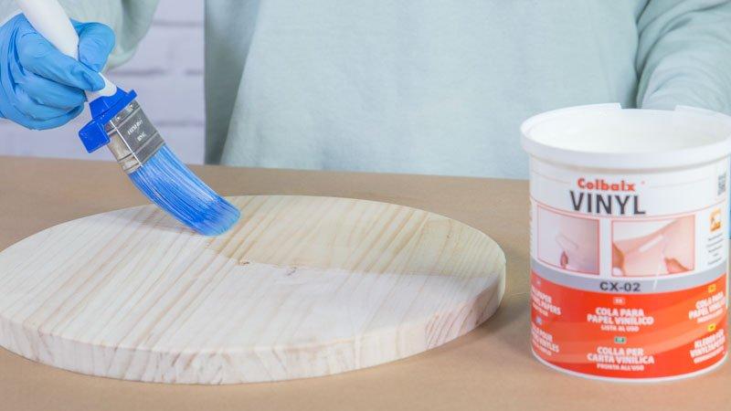 C mo hacer un reloj para la pared con madera y papel for Papeles pintados vinilicos