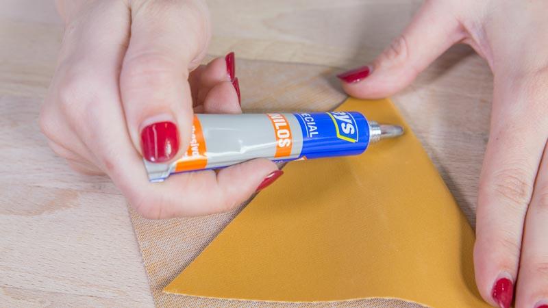 Aplicación del adhesivo especial para vinilos