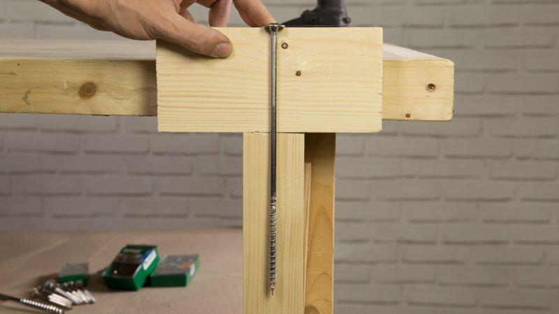 Inserción de los tornillos de spax en madera