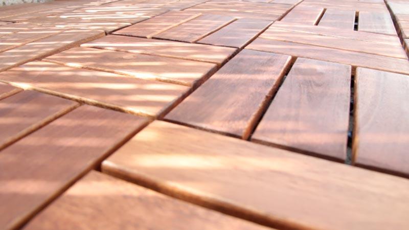 Suelo de madera para exterior clickwood de catral baldosas exterior - Baldosa madera exterior ...