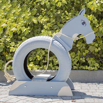 Cómo hacer un caballo de juguete con un neumático