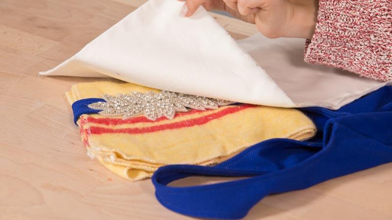 Cómo pegar strass en un tela