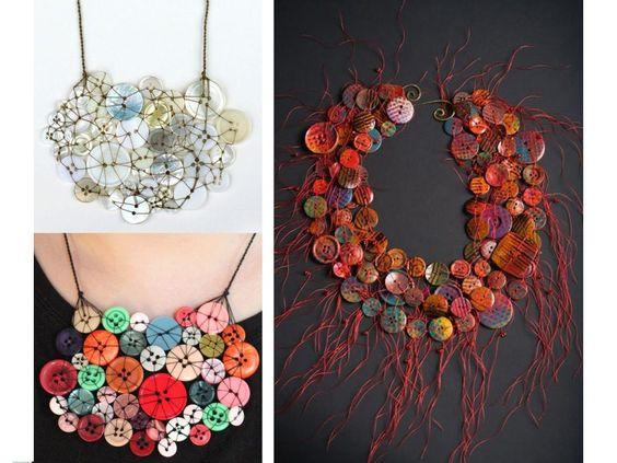 Collar hecho con botones de colores