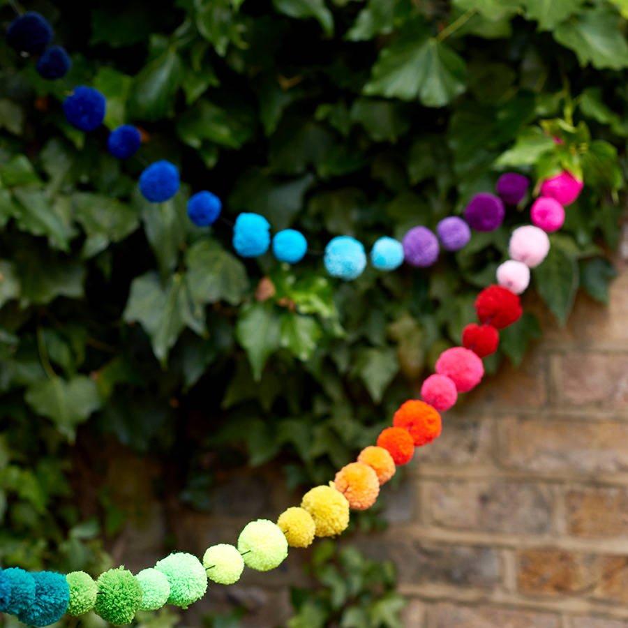 Guirnalda de colores con pompones