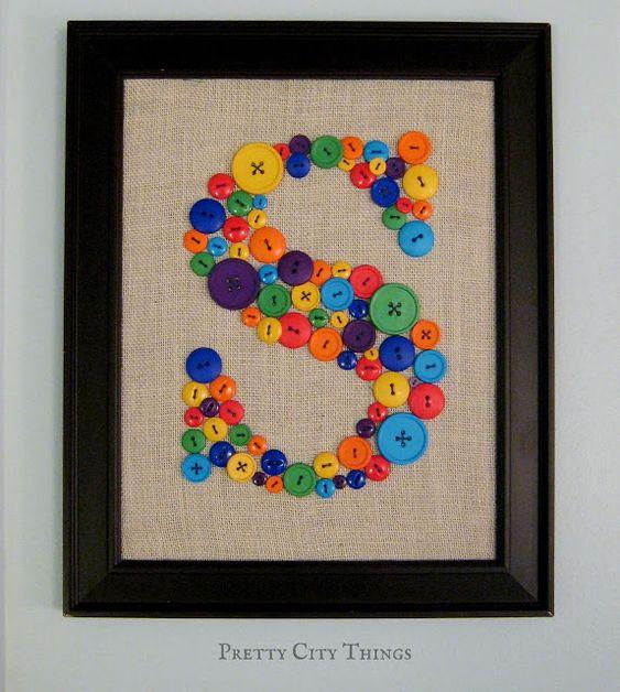 Cuadro hecho con botones de colores