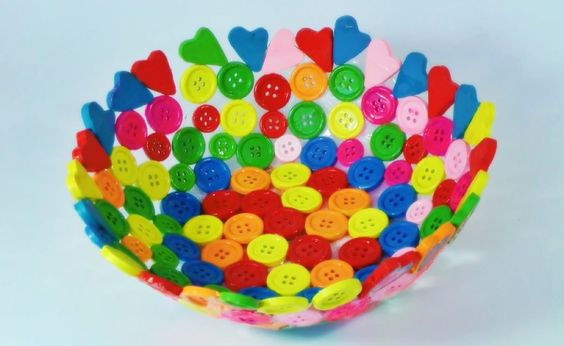 Cómo hacer un cuenco con botones de colores