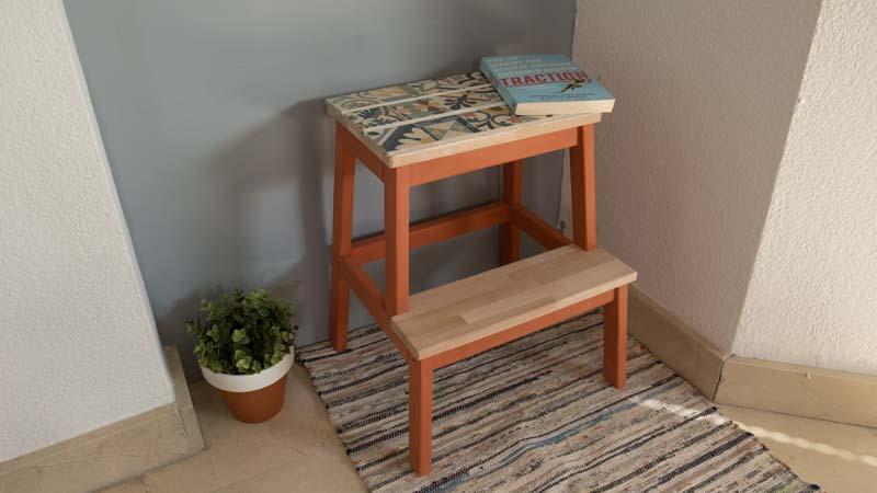 Cómo decorar un mueble con azulejos
