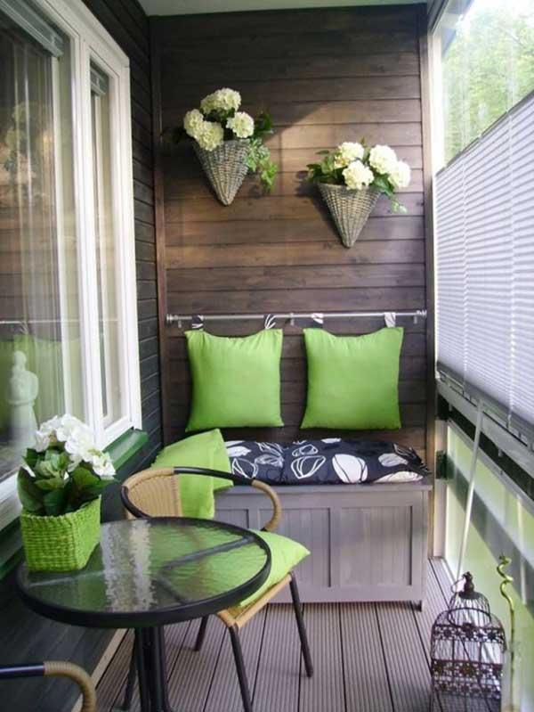 Terraza pequeña con motivos en color verde