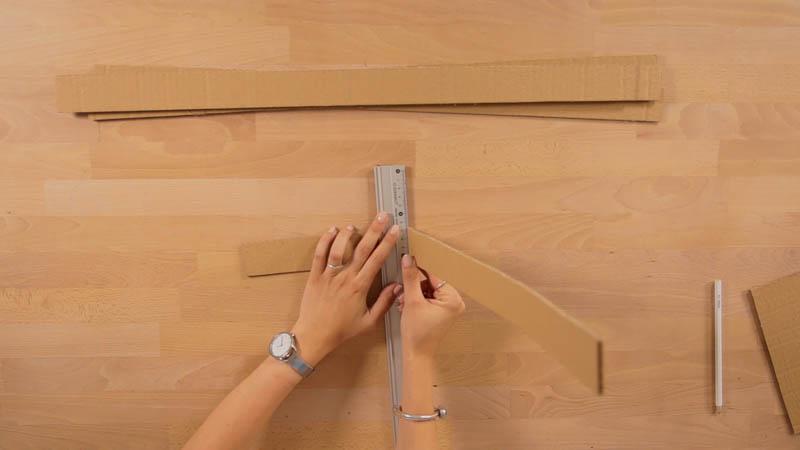 Creación de la estructura de tiras de cartón para hacer la lámpara