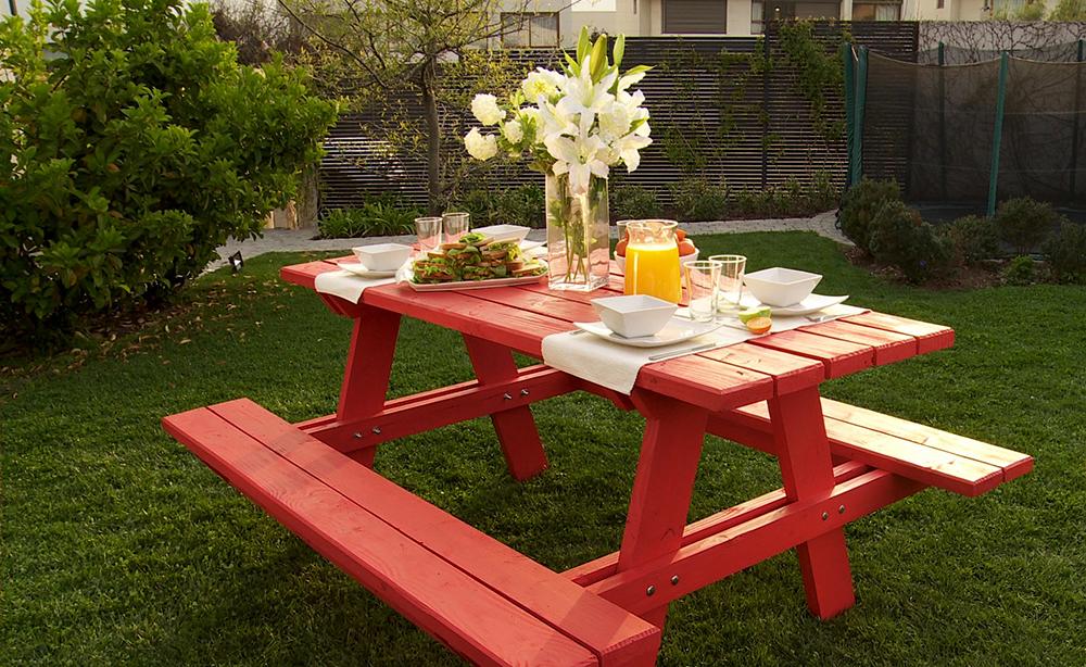 Mesa y banco de picnic.