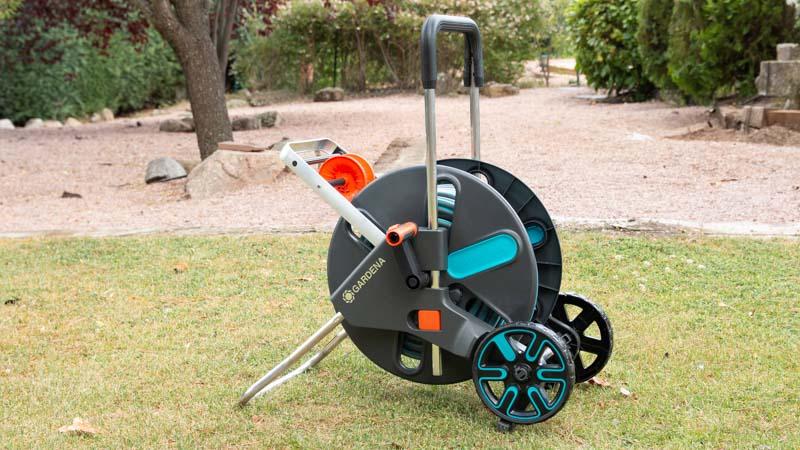 Sistema Kick&Stand del carro de plástico Aquaroll de Gardena
