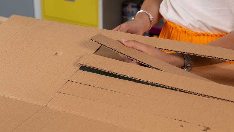 Tiras de cartón para crear la lámpara