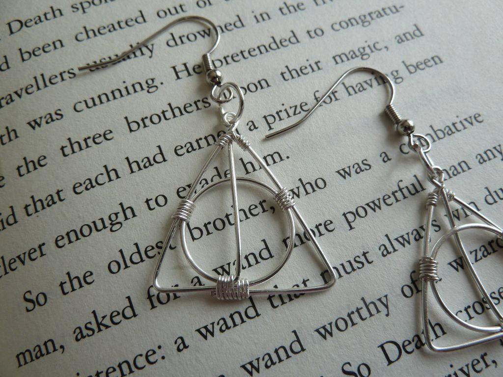 Pendientes de Harry Potter hechos con alambre