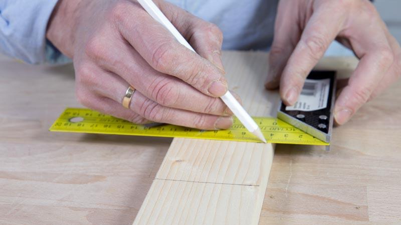 Creación de las patas de la mesa casera con una rueda