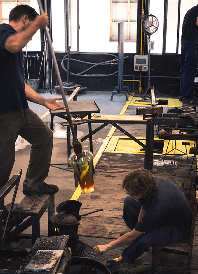 Manipulado de vidrio en la Real Fábrica de Vidrio y Cristales
