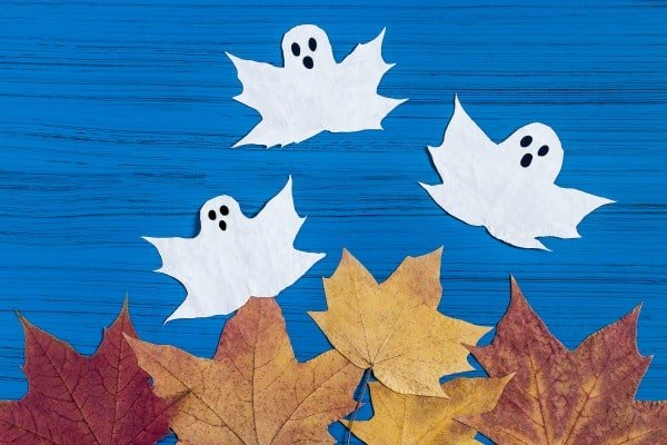 Manualidades de Halloween con hojas