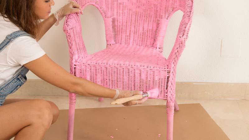 Decoración de una silla de mimbre con easydeco de v23