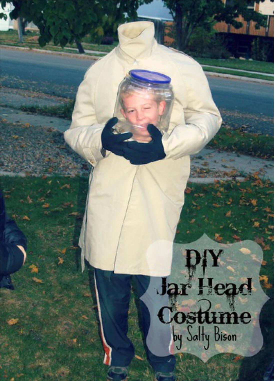 disfraces-de-halloween-hombre-con-la-cabeza-en-un-bote-de-cristal