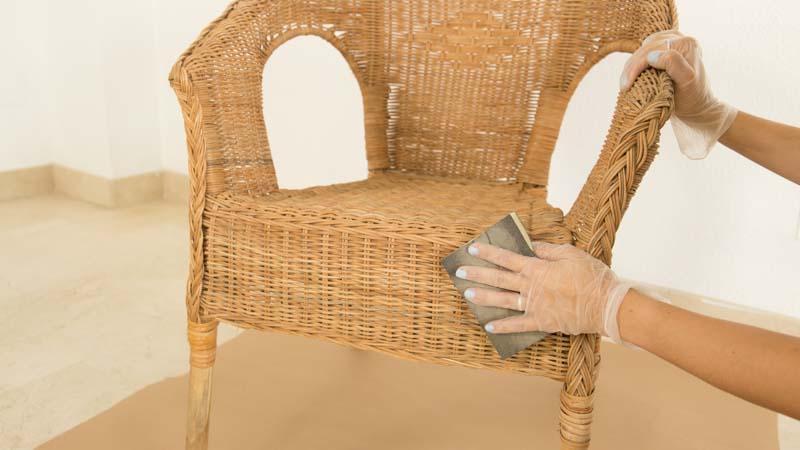 Lijado de una silla de mimbre