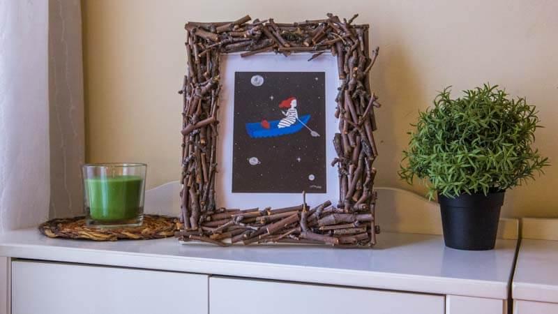 manualidades-de-otoño-marco-de-fotos-con-ramas