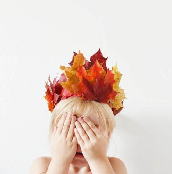 manualidades-de-otoño-infantiles-corona-de-hojas-secas