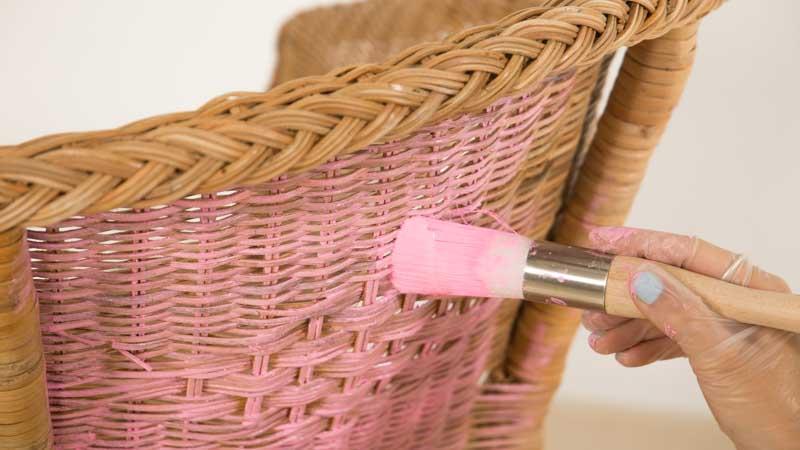cómo pintar sillas de mimbre