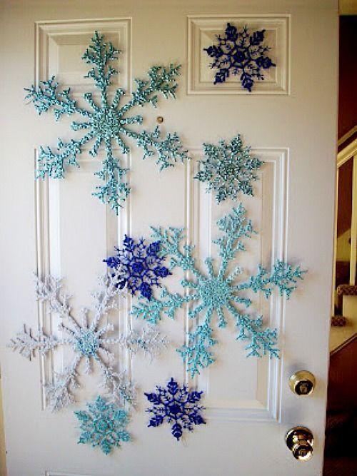 Copos de nieve para decorar puertas en Navidad
