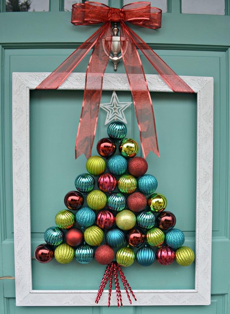 Decoraci n de puertas en navidad 12 ideas handfie for Disenos navidenos para decorar puertas