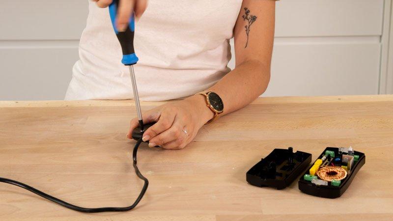 Cómo cambiar un interruptor por un regulador de luz