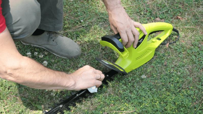 Limpiar el cortasetos tras la poda