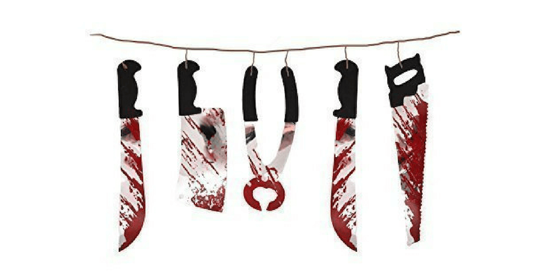 Guirnalda de cuchillos sangrientos