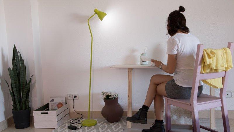 Cómo instalar un regulador de intensidad en una lámpara de pie