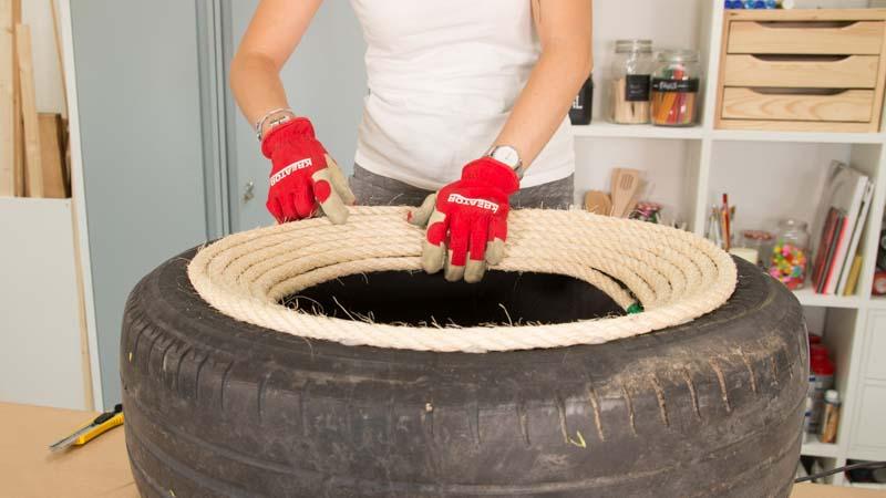 Decoración de la goma del neumático con cuerda