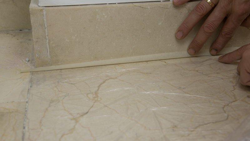 Proteger el suelo contra salpicaduras de pintura