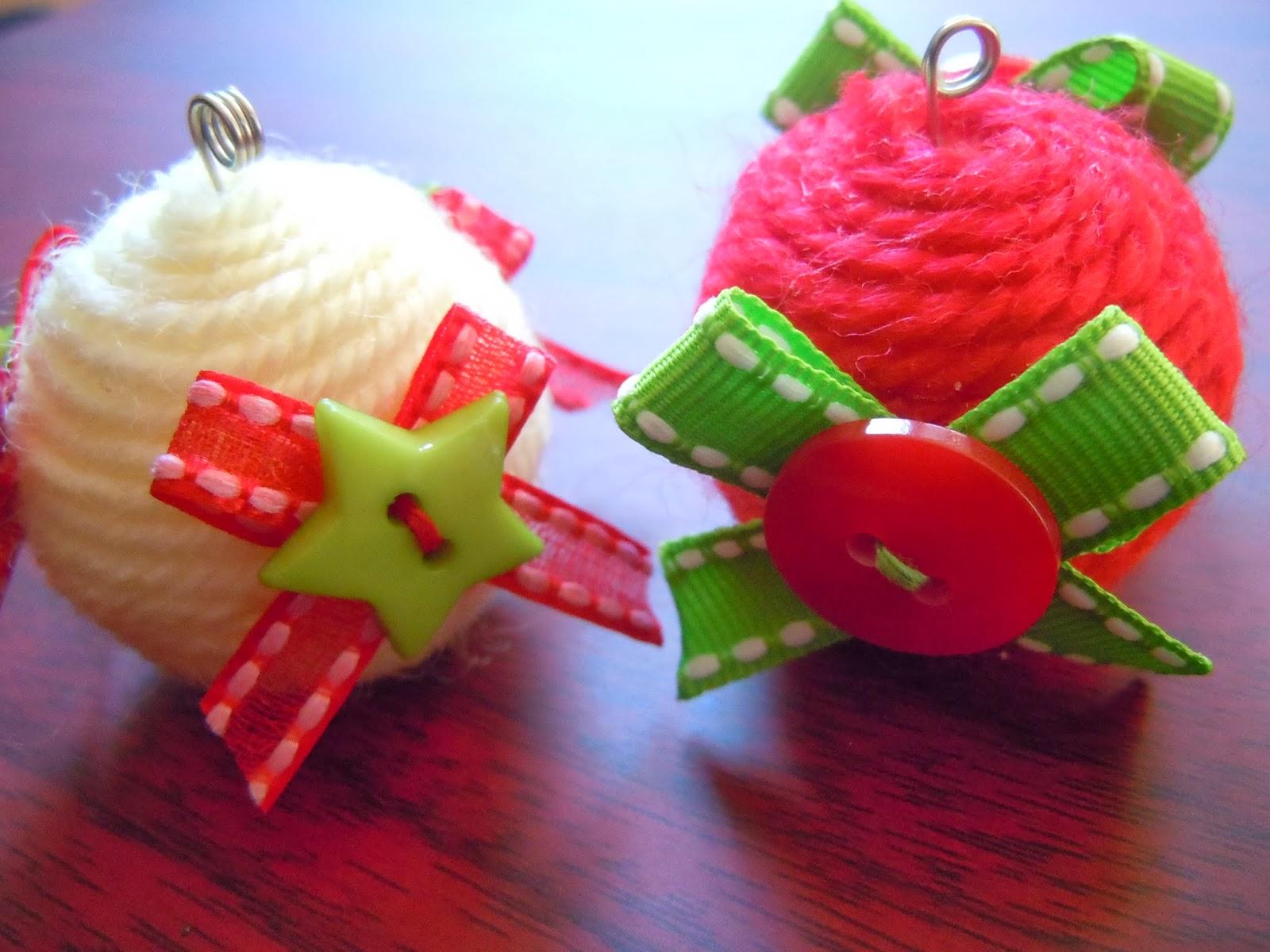 Bolas de Navidad hechas con poliespán y lana