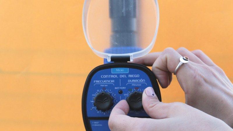 Configurar la frecuencia y la duración del programador de riego